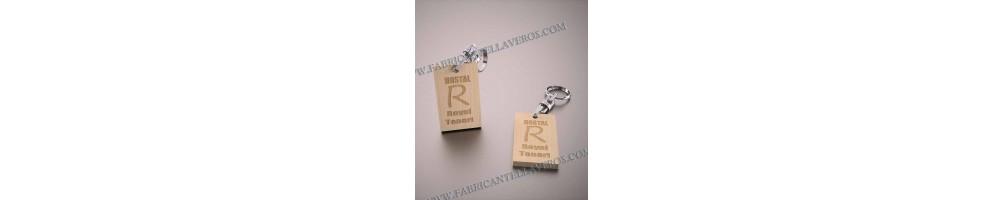Llaveros en madera| Tienda online de llaveros personalizados